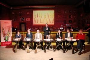 Ioana Szatmari, Mihaela Lutas, Florin Morosanu, Vakar Istvar, Cristina Balan, Robert Uzuna si Ion Novacescu, in timpul conferintei de presa de ieri